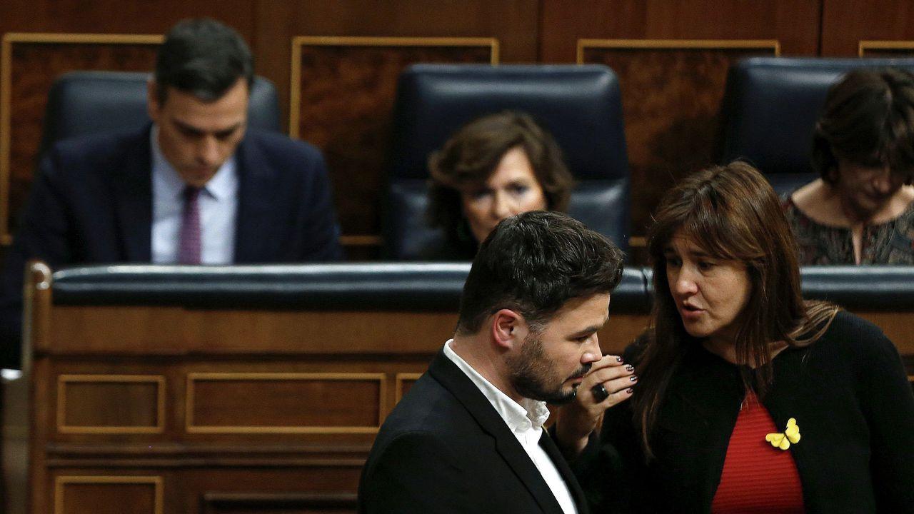Rufián con Laura Borrás y Pedro Sánchez en segundo término