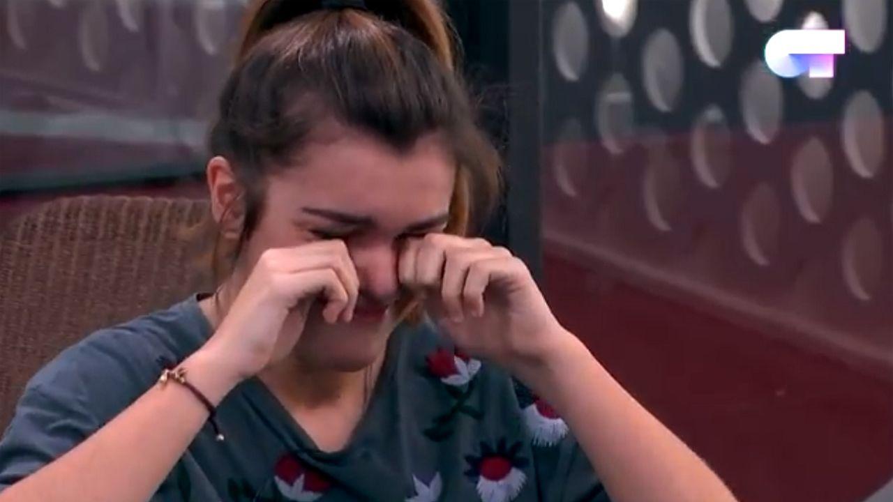 Amaia llora en su clase con los Javis
