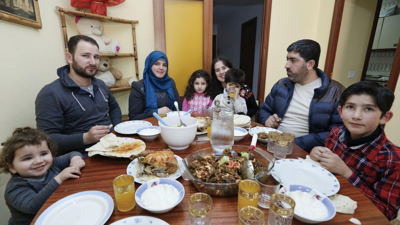 Las dos familias refugiadas en Sarria, en una imagen poco después de llegar