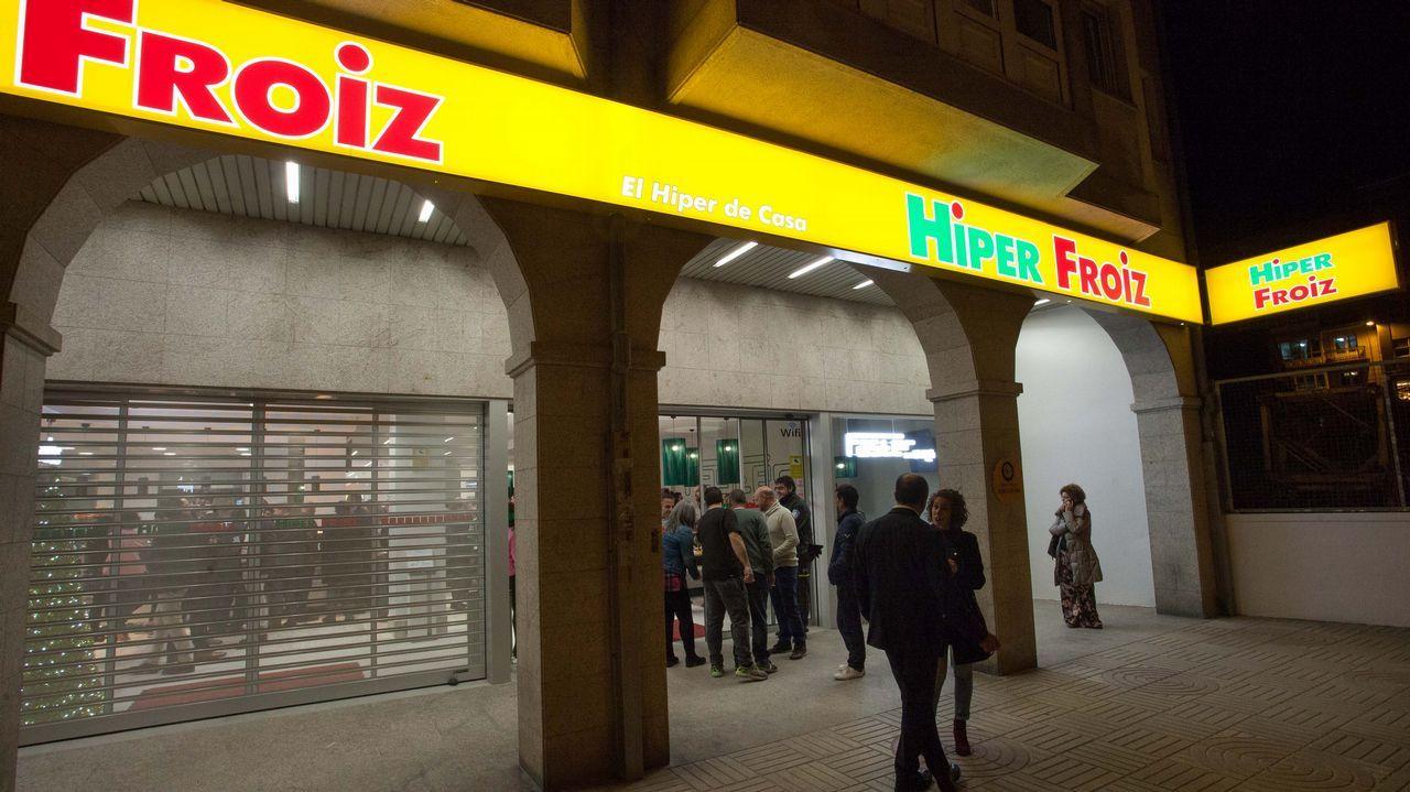 Froiz abre un hipermercado en Montero Ríos.En la imagen, una clase de primer curso en el nuevo grado de Xestión Industrial da Moda