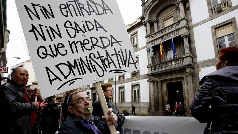 Los vecinos de San Vicente se concentraron ante la Deputación de Ourense