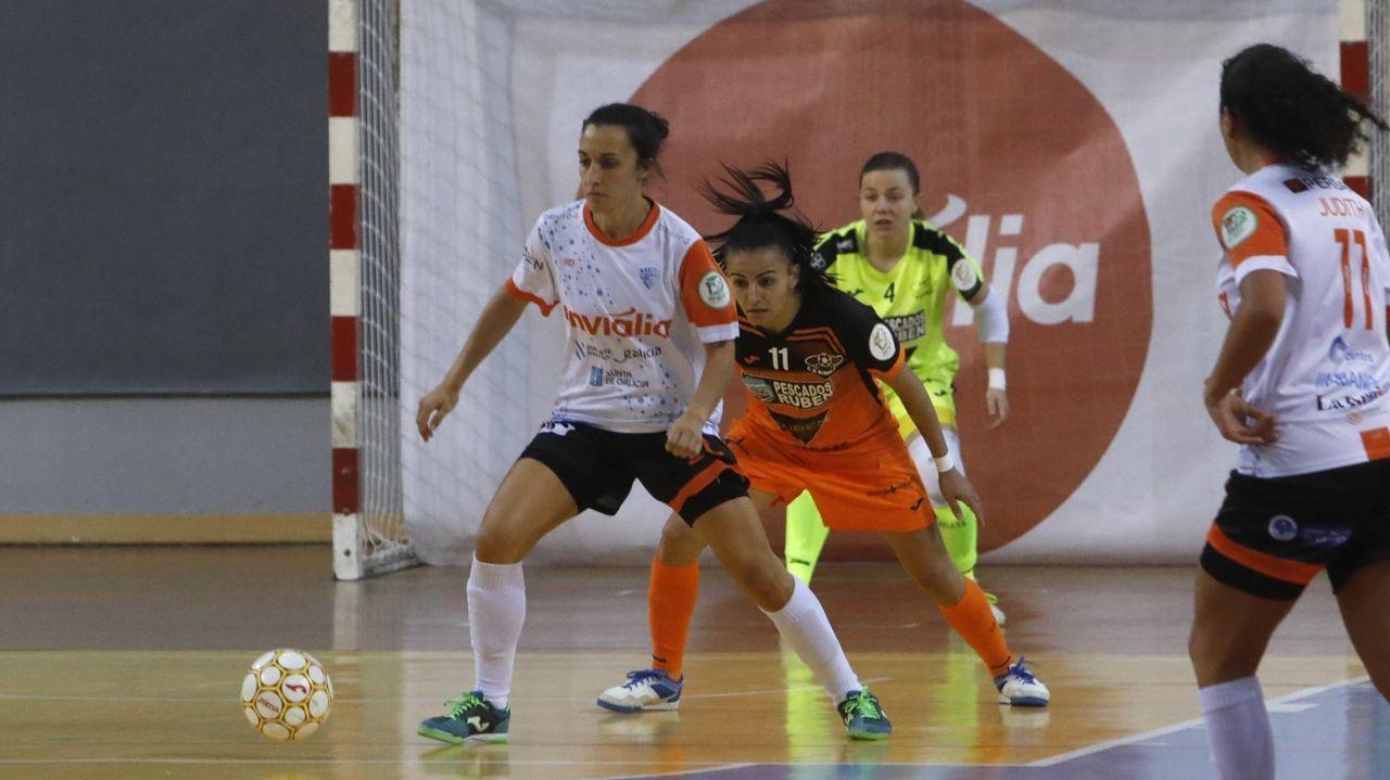 Jenny Lores, luciendo la camiseta ourensana en un choque contra su anterior equipo, el Burela