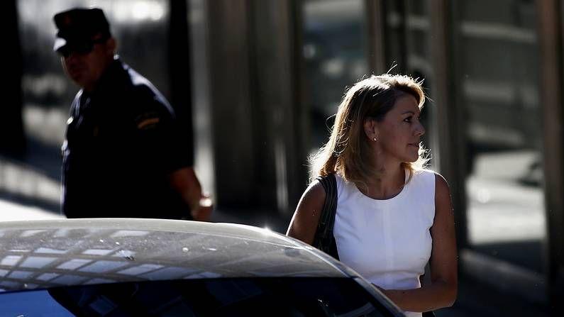 De Cospedal se introduce en su coche tras declarar en la Audiencia Nacional, el miércoles.