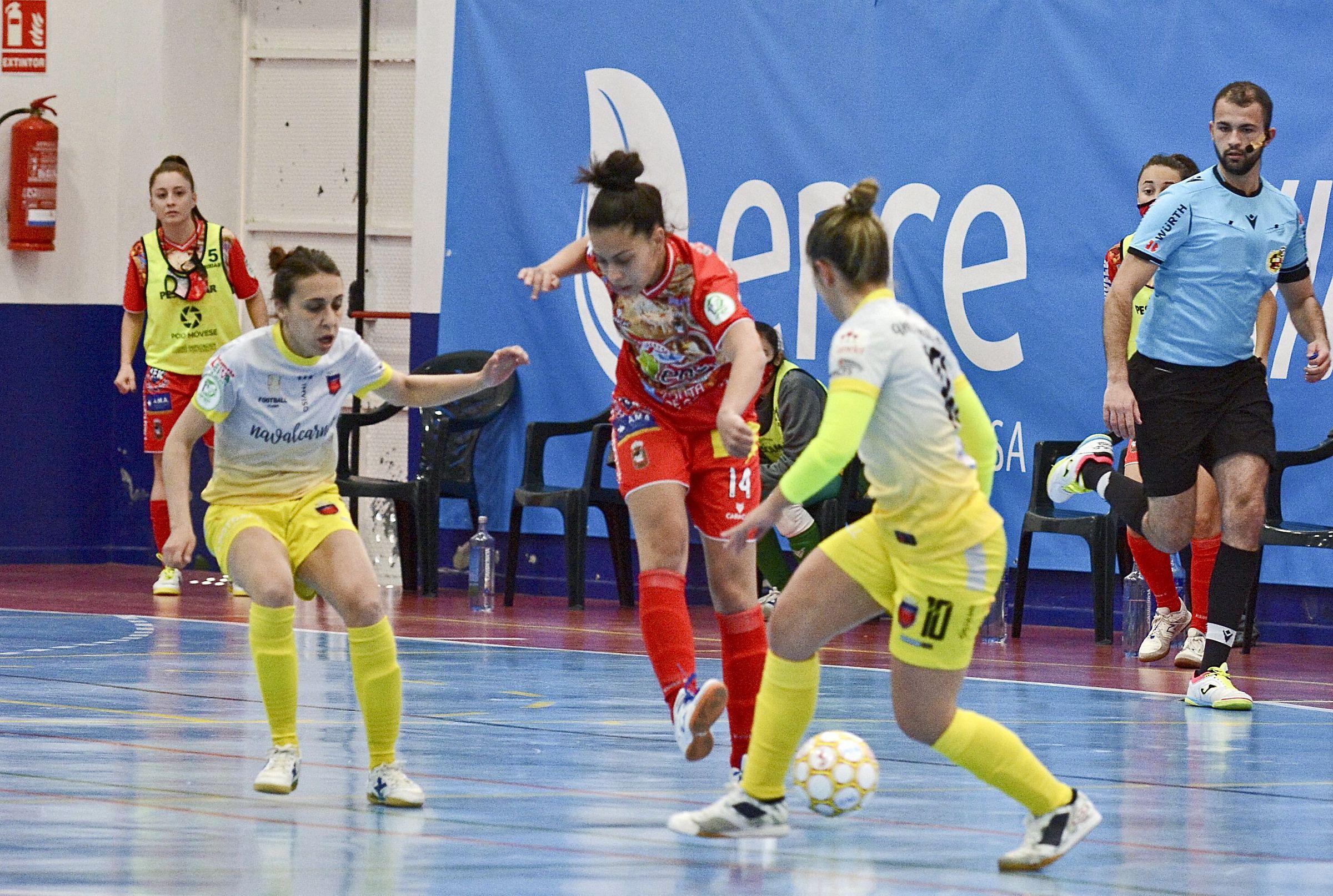 Poio Pescamar y Melillan dieron un recital de fútbol en A Seca.El Envialia jugó con su equipación feminista, de color morado y con los  nombres de las madres de las jugadoras en el dorsal