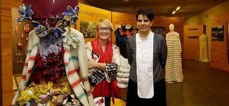 Diseño y tradición se mezclan en la exposición de moda inaugurada en el Museo do Pobo.