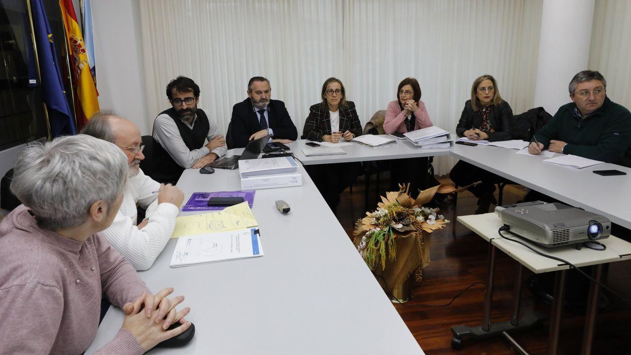 A directora de Augas de Galicia lémbralle á alcaldesa de Viveiro a reunión que mantiveron o pasado 5 de decembro en Celeiro, coa conselleira de Infraestruturas e veciños de Xunqueira