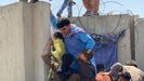 Dos personas se caen desde un avión en el aeropuerto de Kabul