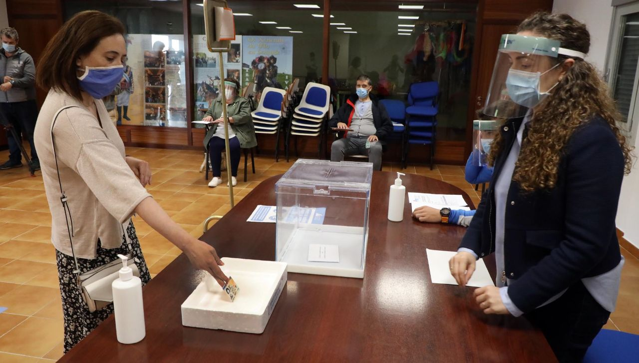 Simulacro de una votación en Boqueixón