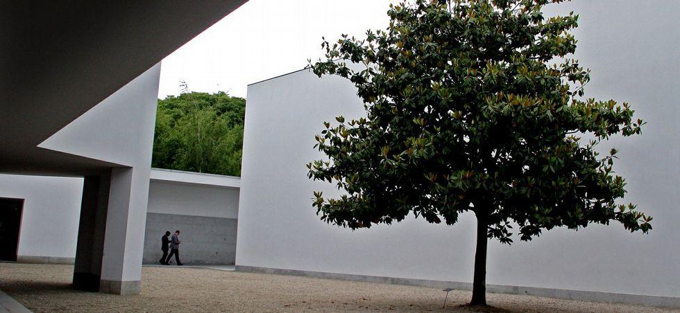 El Museo Serralves está rodeado de un entorno idílico, 18 hectáreas de parque que completa la visita al aire libre. <span lang= es-es >g. rivas</span>
