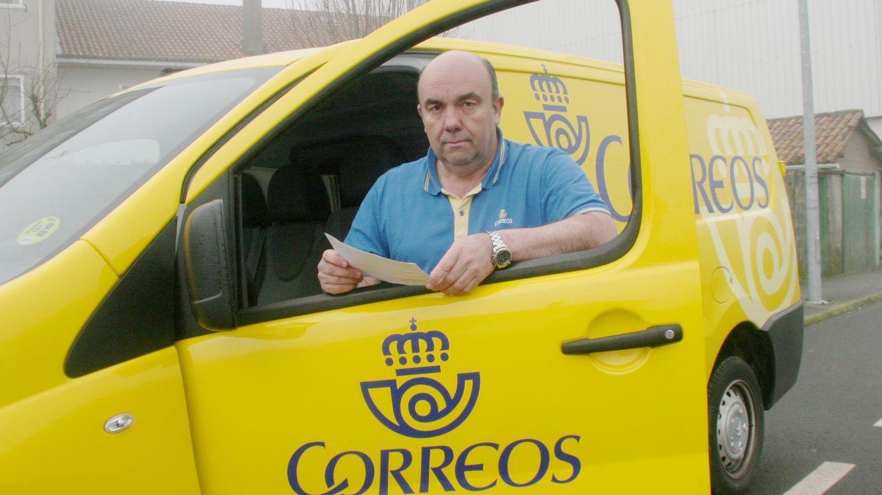 El mejor conductor de España está en Galicia.Carmen y Francisco, en la puerta de Deive.