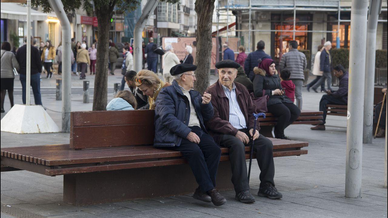 vitoria.Vitoria tiene una población de 249.176 habitantes según el último censo del Instituto Nacional de Estadística (INE). Los habitantes mayores de 65 años suponen un 22,55 % del total