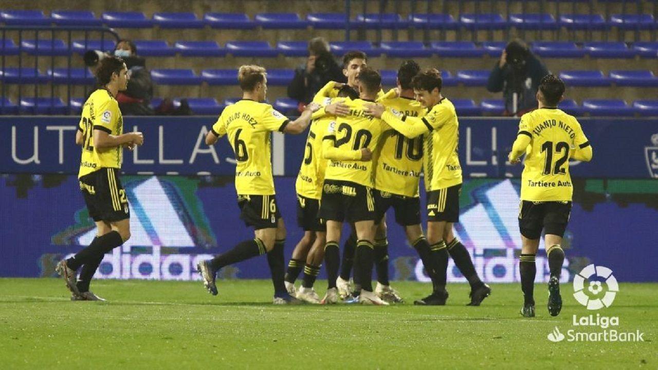 Notas para un gen desde el IES Río Trubia.Los jugadores del Oviedo celebran el gol de Borja Sánchez en Zaragoza