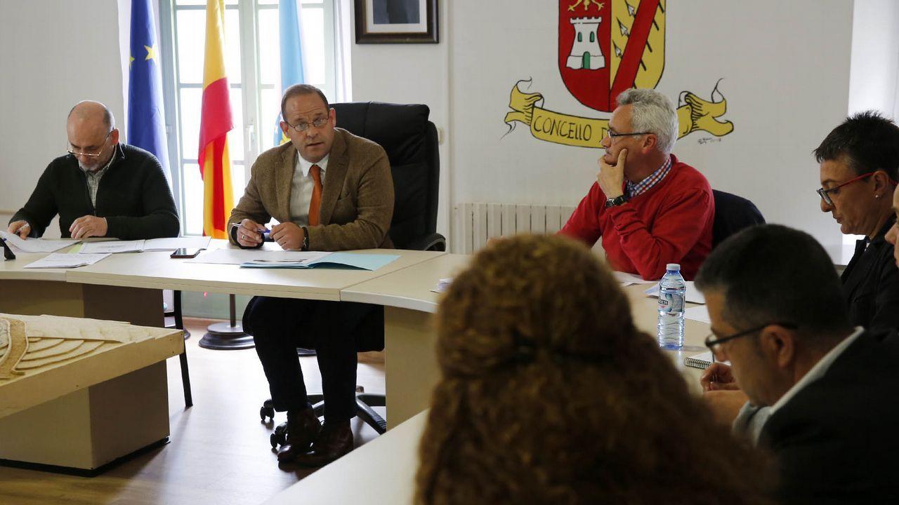 El secretario provincial del PSOE, Rafael Rodríguez Villarino, explica las razones del relevo del portavoz del partido en la Diputación