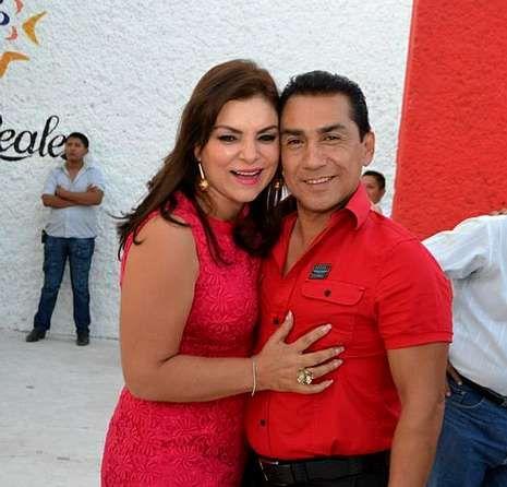 José Luis Abarca, alcalde de Iguala, con su mujer.