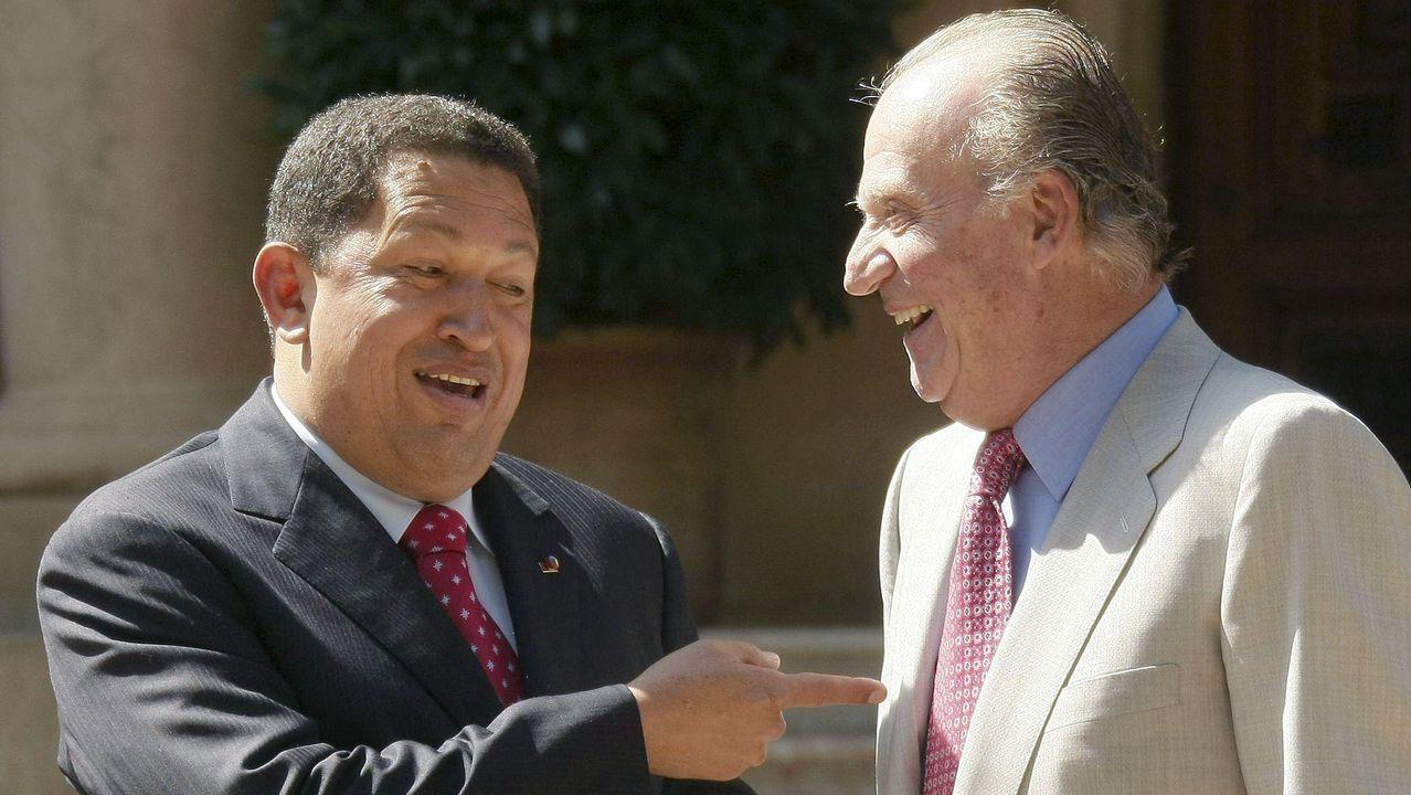 El rey Juan Carlos I y Hugo Chavez en Mallorca, en el 2008, un año después del desencuentro que mantuvieron en la Cumbre Iberoamericana del 2007, con el famoso «¿Por qué no te callas?»