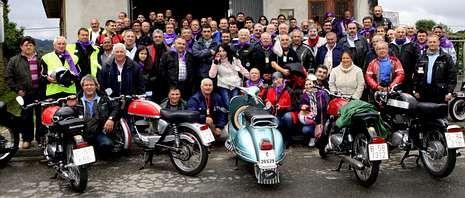 La concentración organizada por la asociación Amigos das Motos Clásicas de Bergantiños atrajo a numerosos aficionados.
