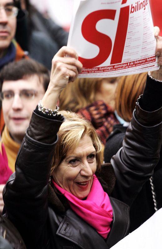 Rosa Díez, en una imagen de archivo, participando en una manifestación en Santiago convocada por Galicia Bilingüe.