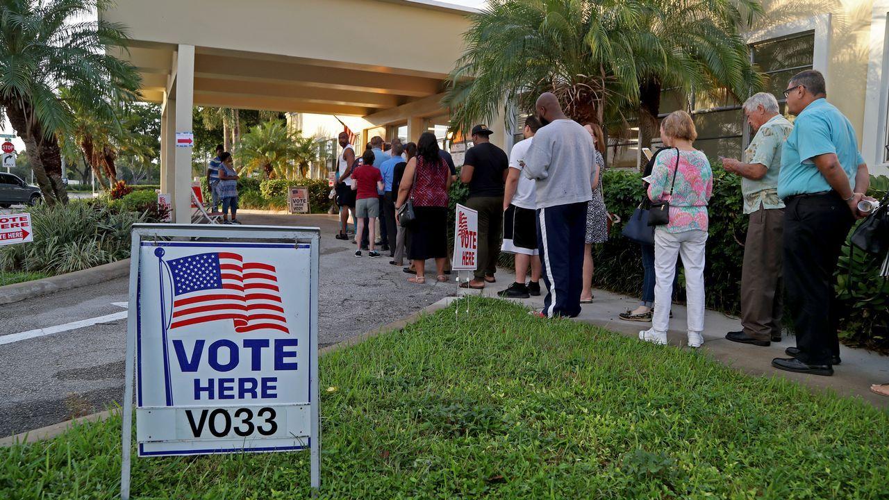 El congreso de voluntariado, en imágenes.Colas en un colegio electoral de Los Ángeles