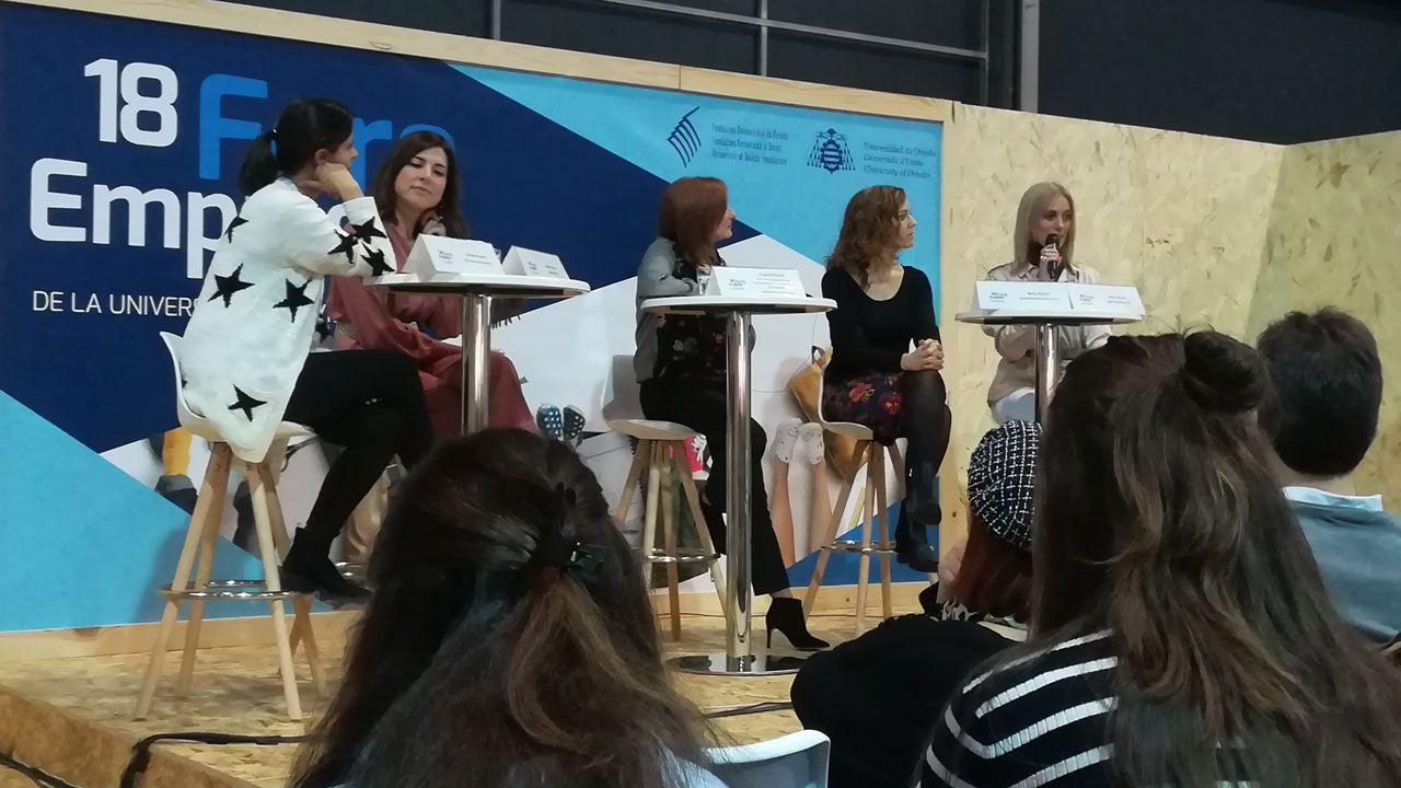 Llega a Vigo el reto viral de moda, el de limpiar parajes de basura.Por la izquierda, Carmen Osorio, Isabel Llano, Eugenia Suárez, Carmen García y Carmen Barcia