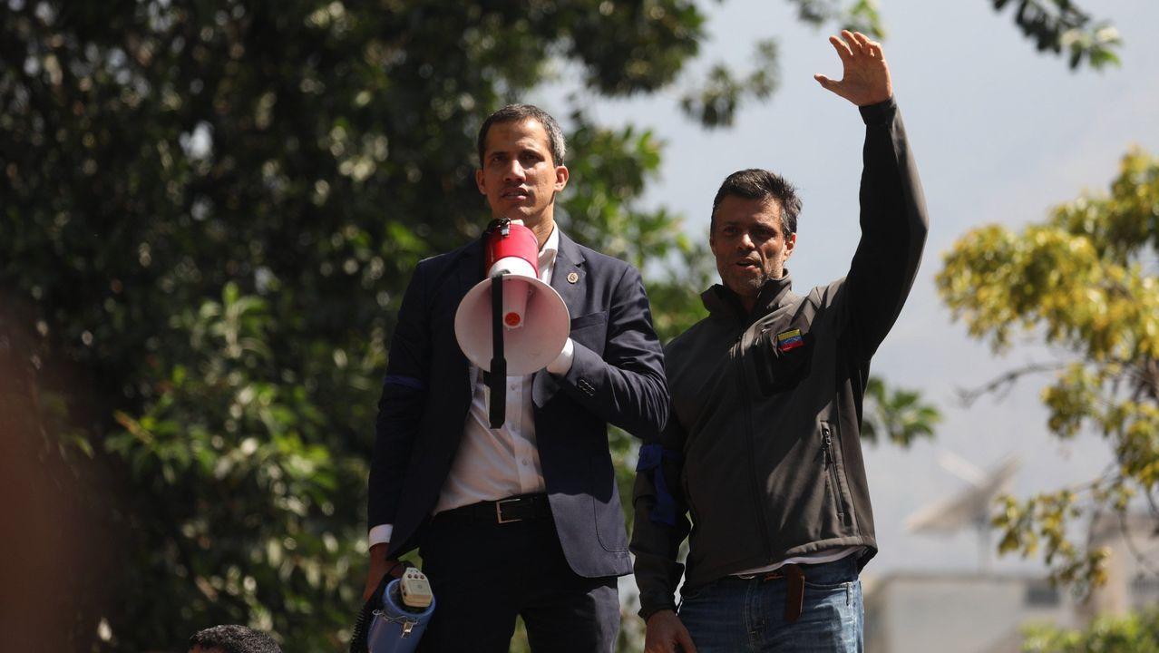 Fotografía de archivo que muestra a Juan Guaidó y  Leopoldo López durante el fallido levantamiento del 2019