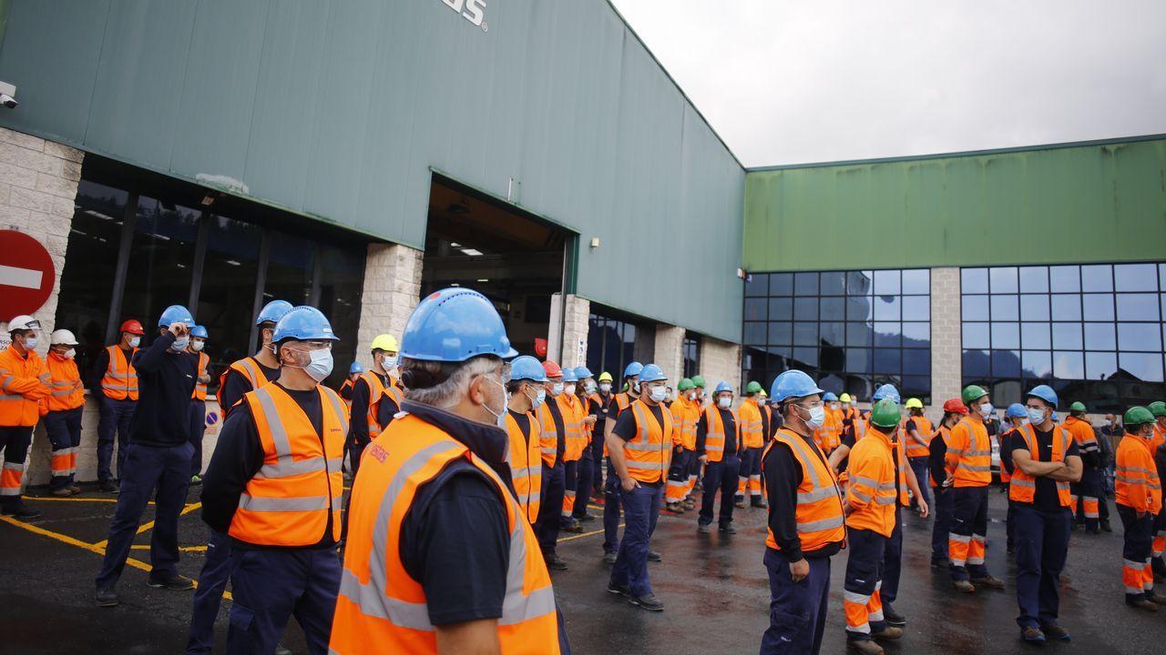 Los trabajadores de la fábrica de Vestas, en Chavín, se concentraron este miércoles ante la fábrica rechazando el cierre