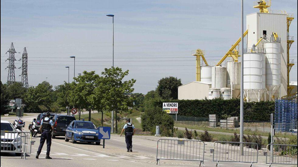 Según los primeros testimonios, una o varias personas accedieron a la planta de gas a bordo de un vehículo. A continuación, se produjo una explosión.