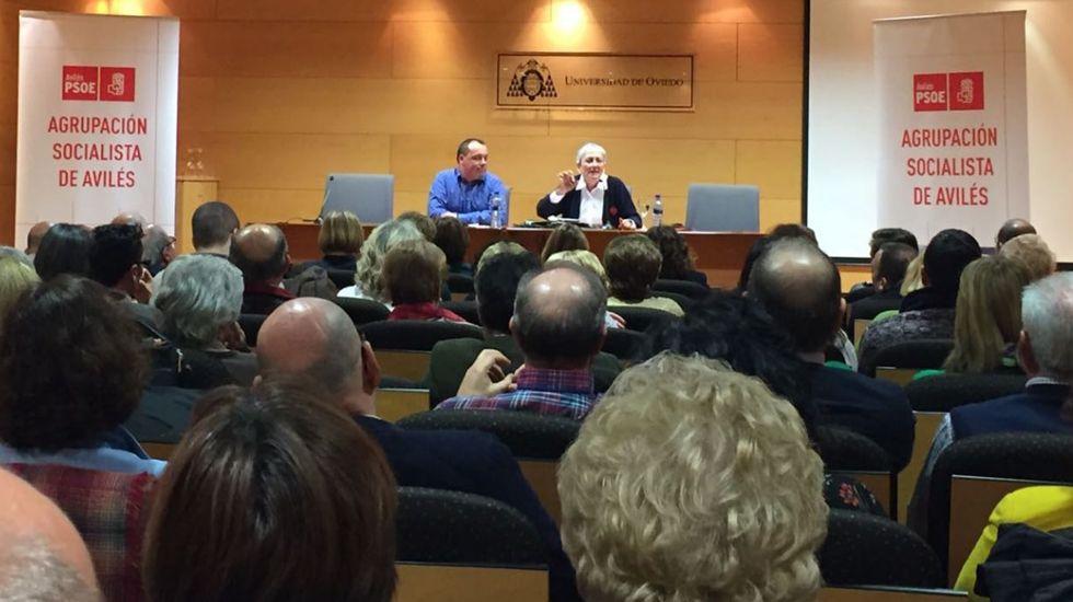 Patxi López acusa a Pablo Iglesias de querer «destrozar» el PSOE.Matilde Fernández, en Avilés