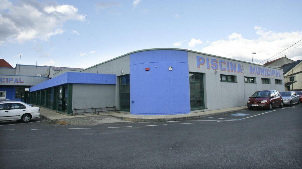 Exterior de la piscina municipal de Monforte, en el barrio de A Pinguela