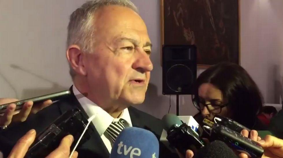 Méndez Romeu presenta 1.800 avales para competir en las primarias del PSdeG.Diputados y alcaldes socialistas apoyaron a sus colegas xalleiros.