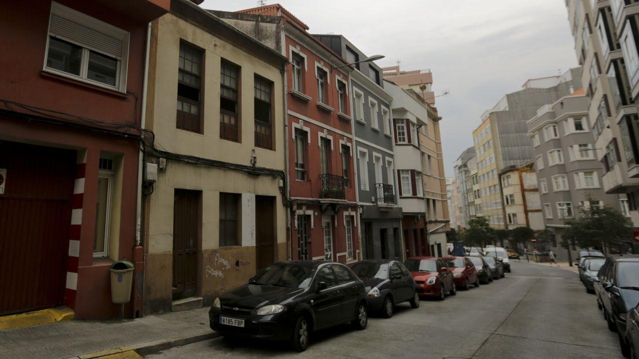 La Policía, este mediodía a las puertas del colegio Ramón de la Sagra de A Coruña