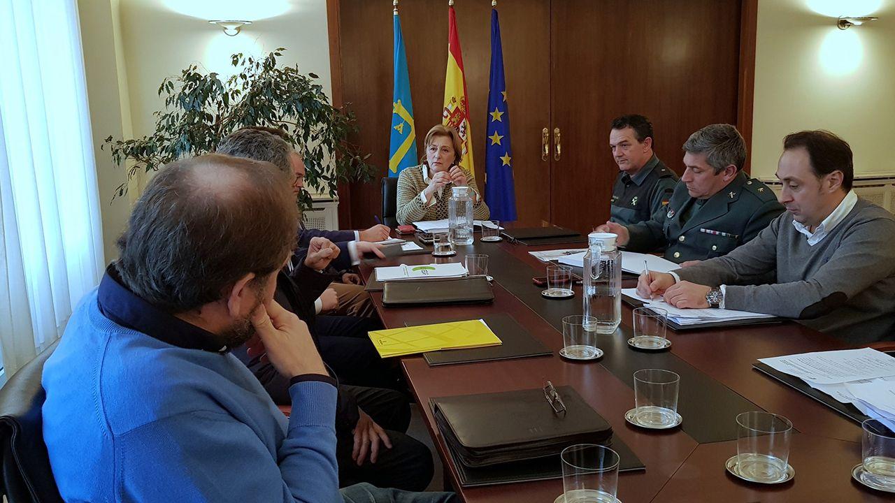Cruce Sol y Mar.Reunión de ASVECAR con la delegada del gobierno Delia Losa