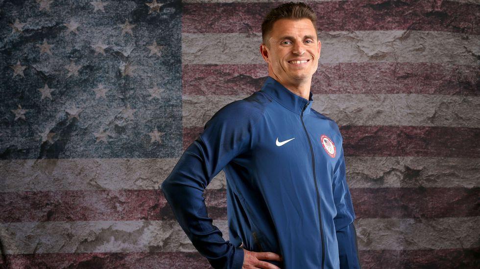 El nadador estadounidense Troy Dumais posa para el reportaje fotográfico