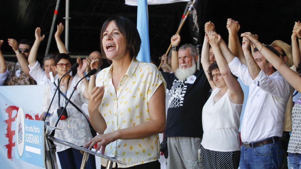 Acto del PSOE por el Día de la Patria delante del busto de Castelao en Rianxo con Pilar Cancela y Leiceaga