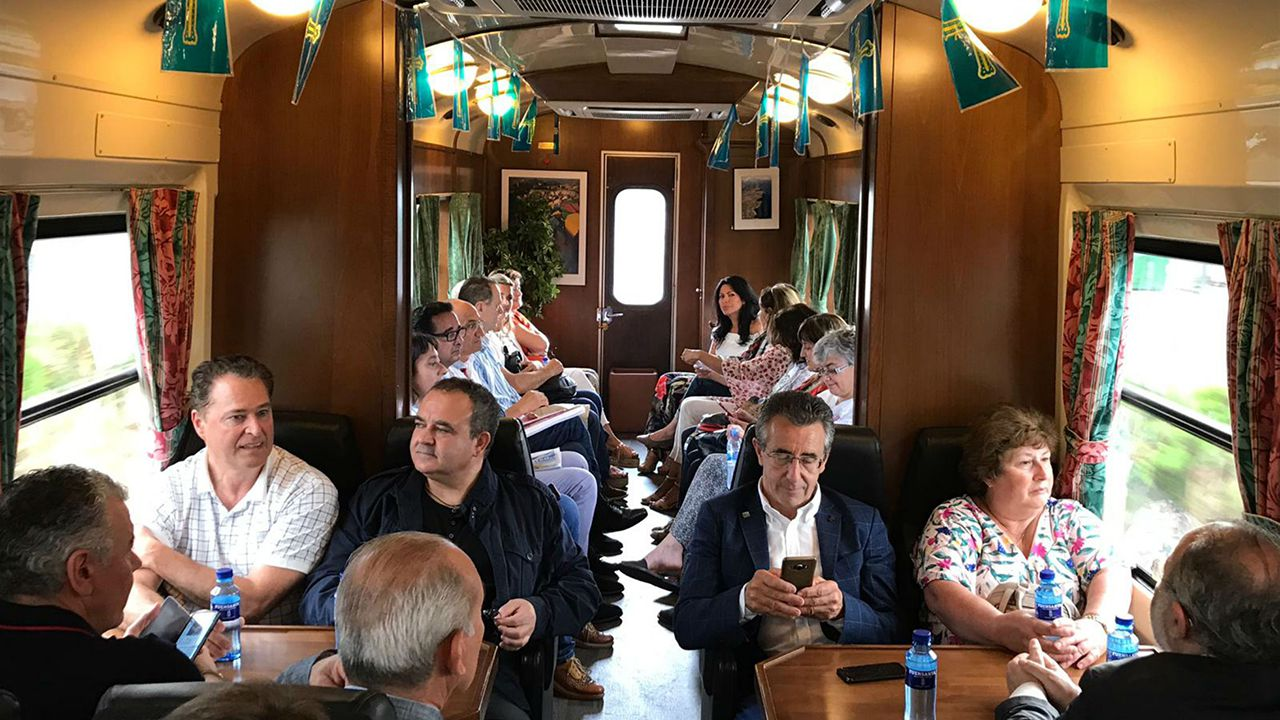 Las secuelas de la tormenta en el sur de Lugo.Primer viaje del Tren Turístico de Asturias