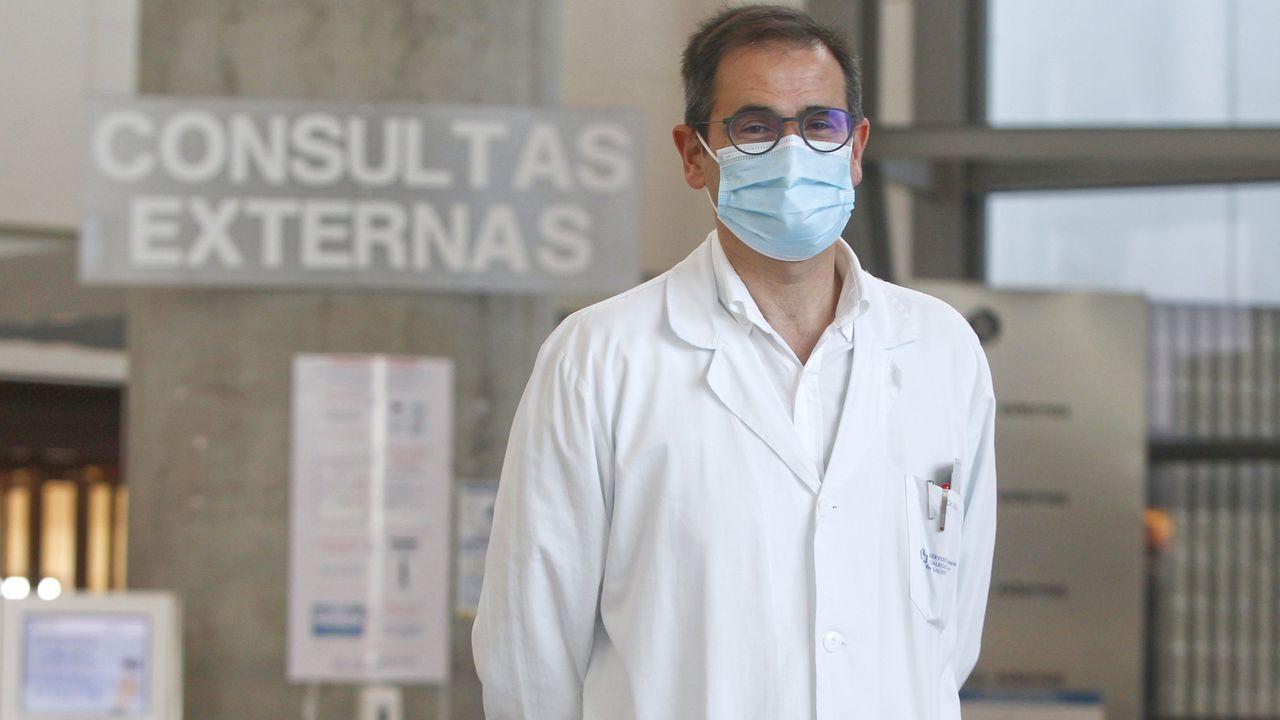 Pere Aragonès acompañó el viernes por la noche a Carme Forcadell hasta la puerta de la cárcel para su reingreso a prisión