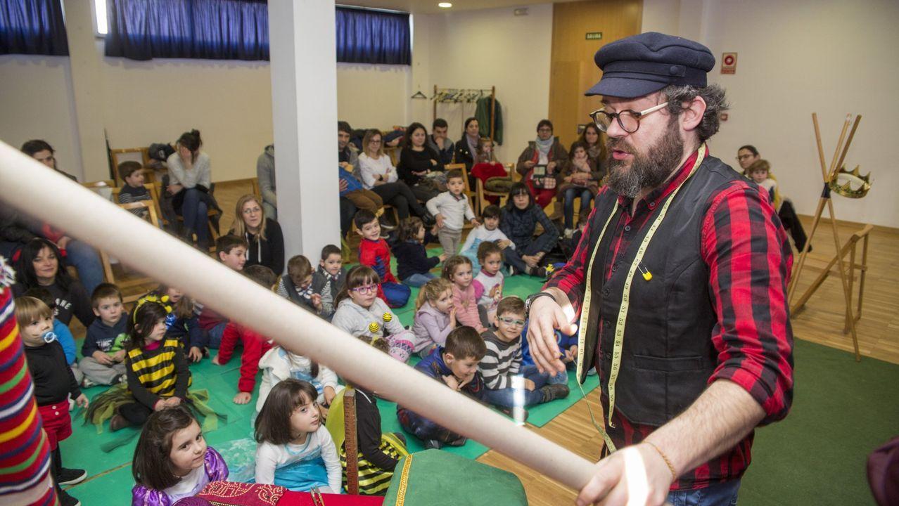 Cuenta cuentos con Caxoto en la biblioteca municipal da Laracha