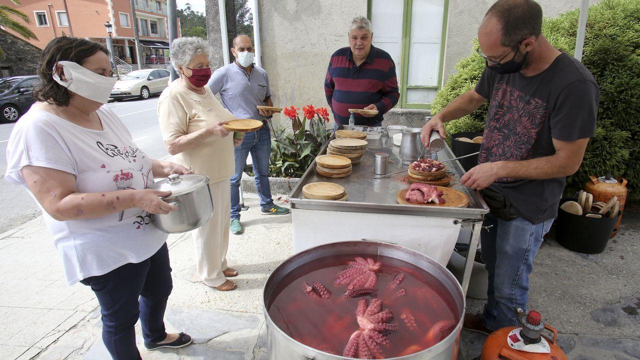 Martín Touceda ha introducido porco celta en la aldea modelo de Osmo, en Cenlle.