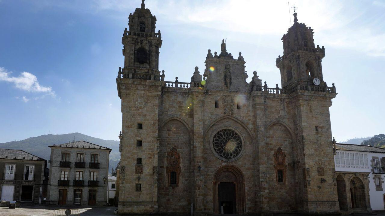 Pinturas murales en la iglesia de Pesqueiras, una de las diecinueve que selecciona la publicación