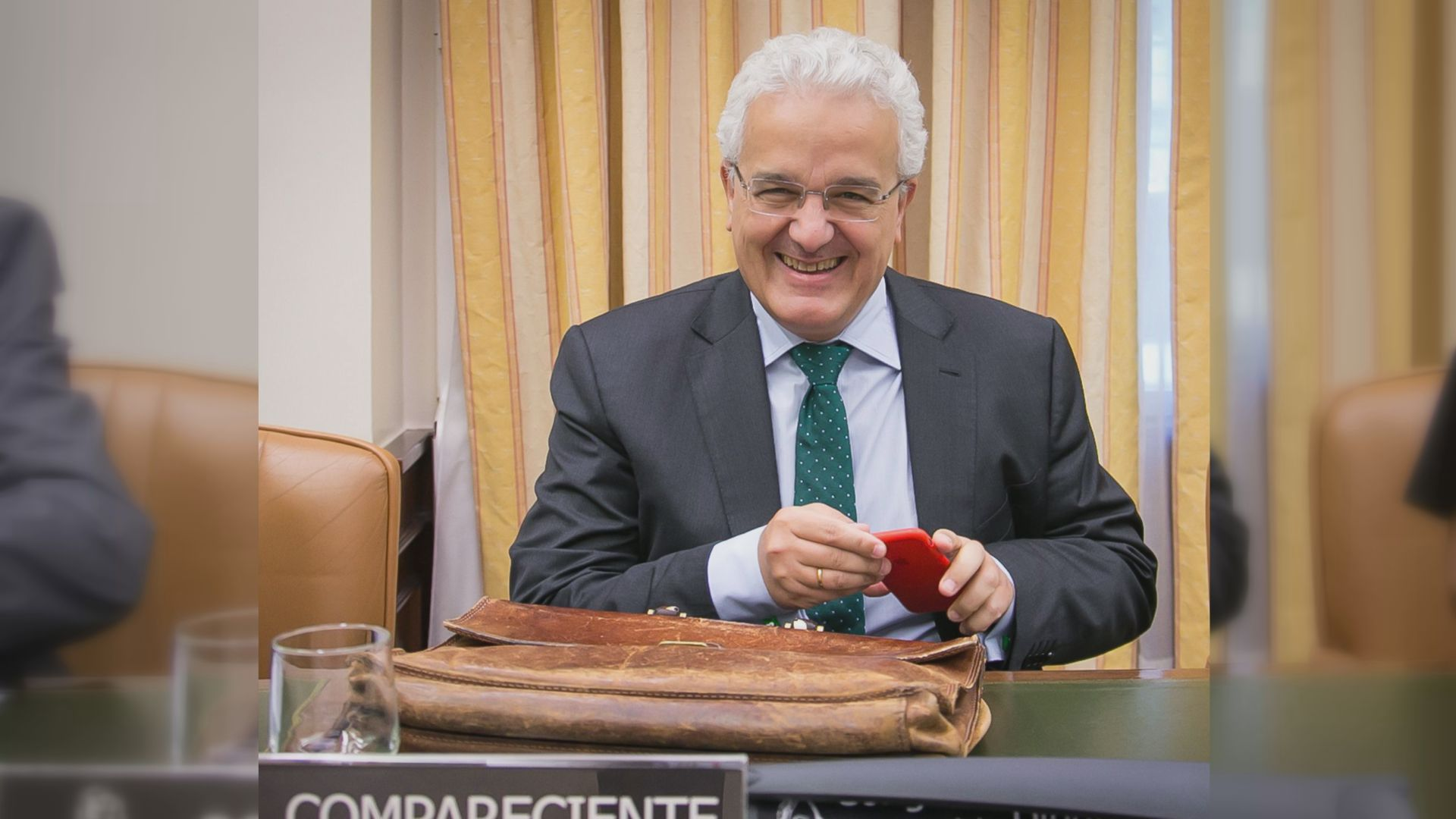 ILDEFONSO CASTRO (embajador en Irlanda) - tiene un patrimonio de 273.610 euros