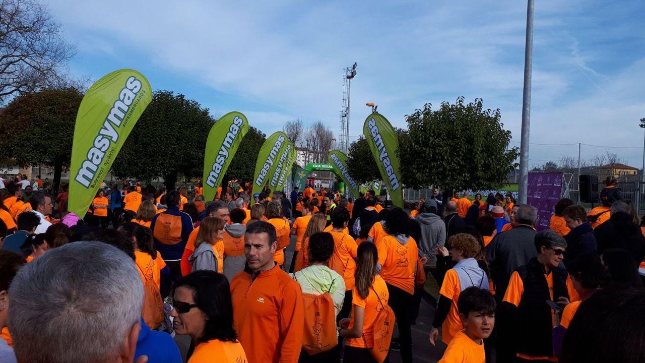 Participantes en la carrera Galbán contra el cáncer infantil en Noreña