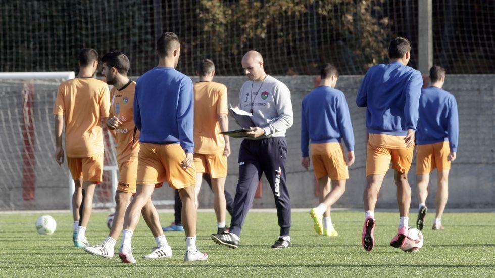 El Pontevedra CF encaja su primer golpe en Pasarón