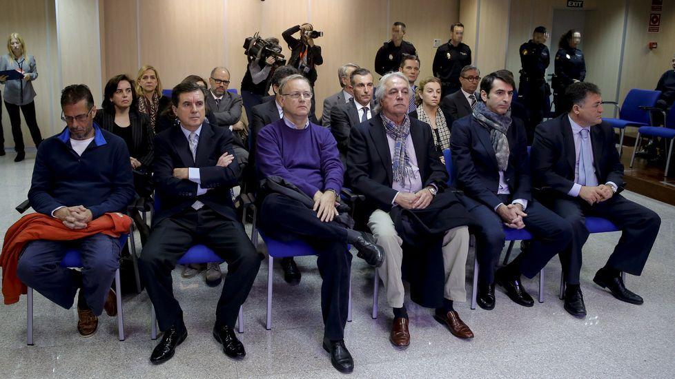 Las dieciocho personas acusadas en el caso Noós.
