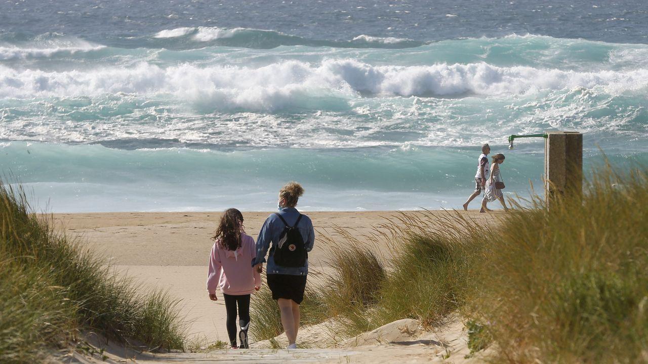 En la playa de Doniños, en Ferrol, se respetaron las distancias durante el fin de semana