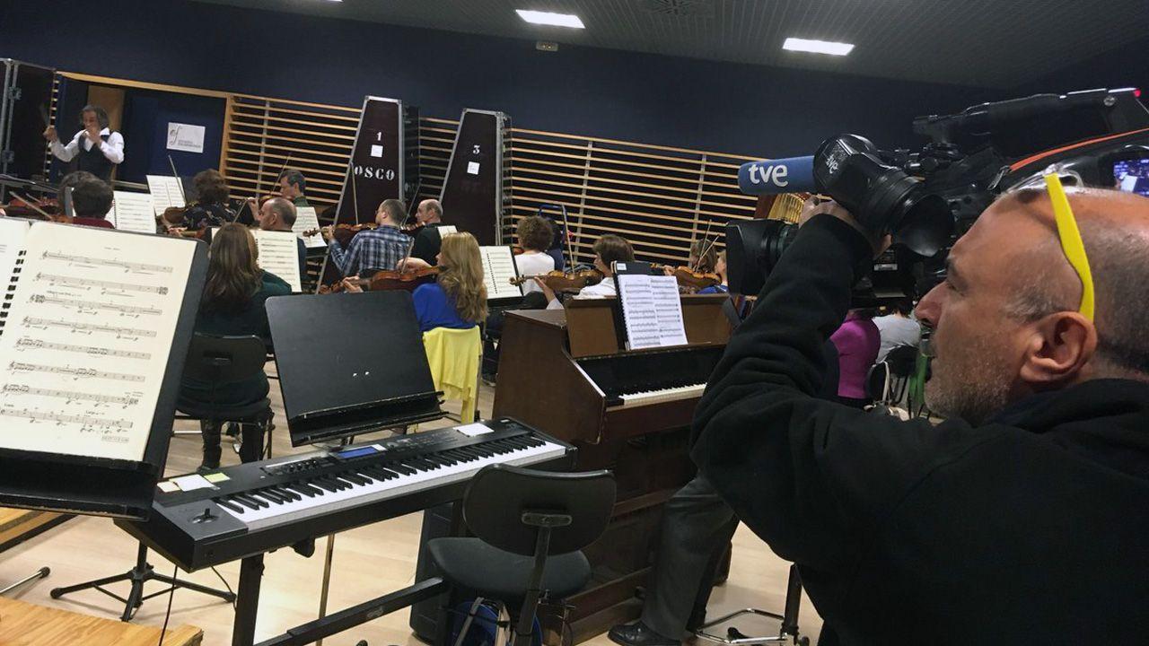 Oviedo Filarmonía ya ensaya la banda sonora original de «Vértigo», dirigida por Anthony Gabriele.Oviedo Filarmonía ya ensaya la banda sonora original de «Vértigo», dirigida por Anthony Gabriele