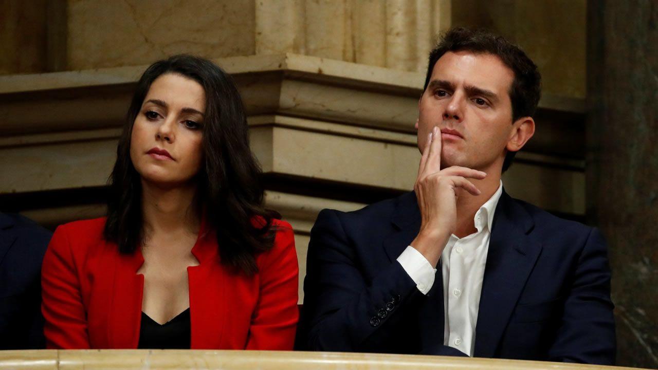 La princesa y su hermana participan con los reyes en las audiencias en Oviedo.Inés Arrimadas y Albert Rivera, en el Parlament de Cataluña