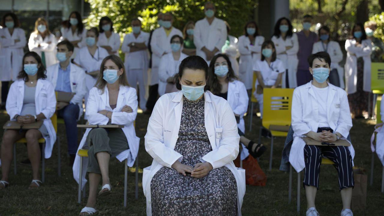 Los servicios de urgencias de Galicia reclaman la especialidad.Acto de despedida de la promoción de médicos internos residentes, en A Coruña, el año pasado