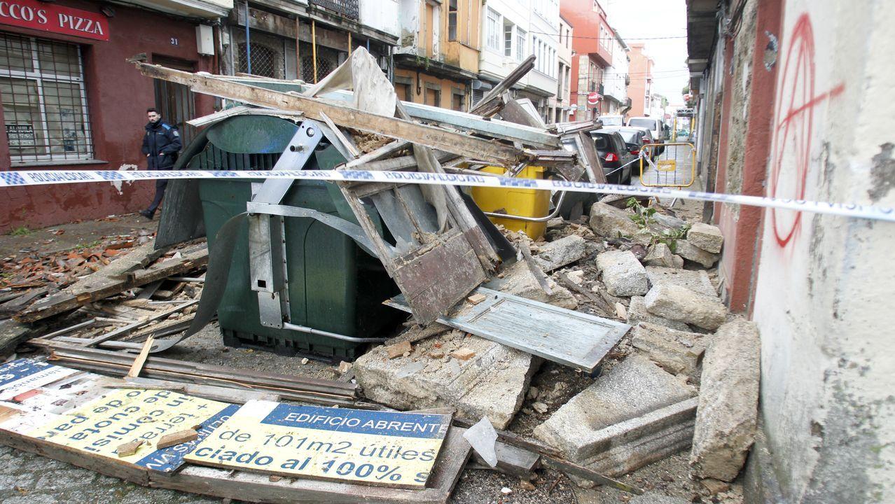 En Ferrol el temporal tiró parte de un edificio abandonado
