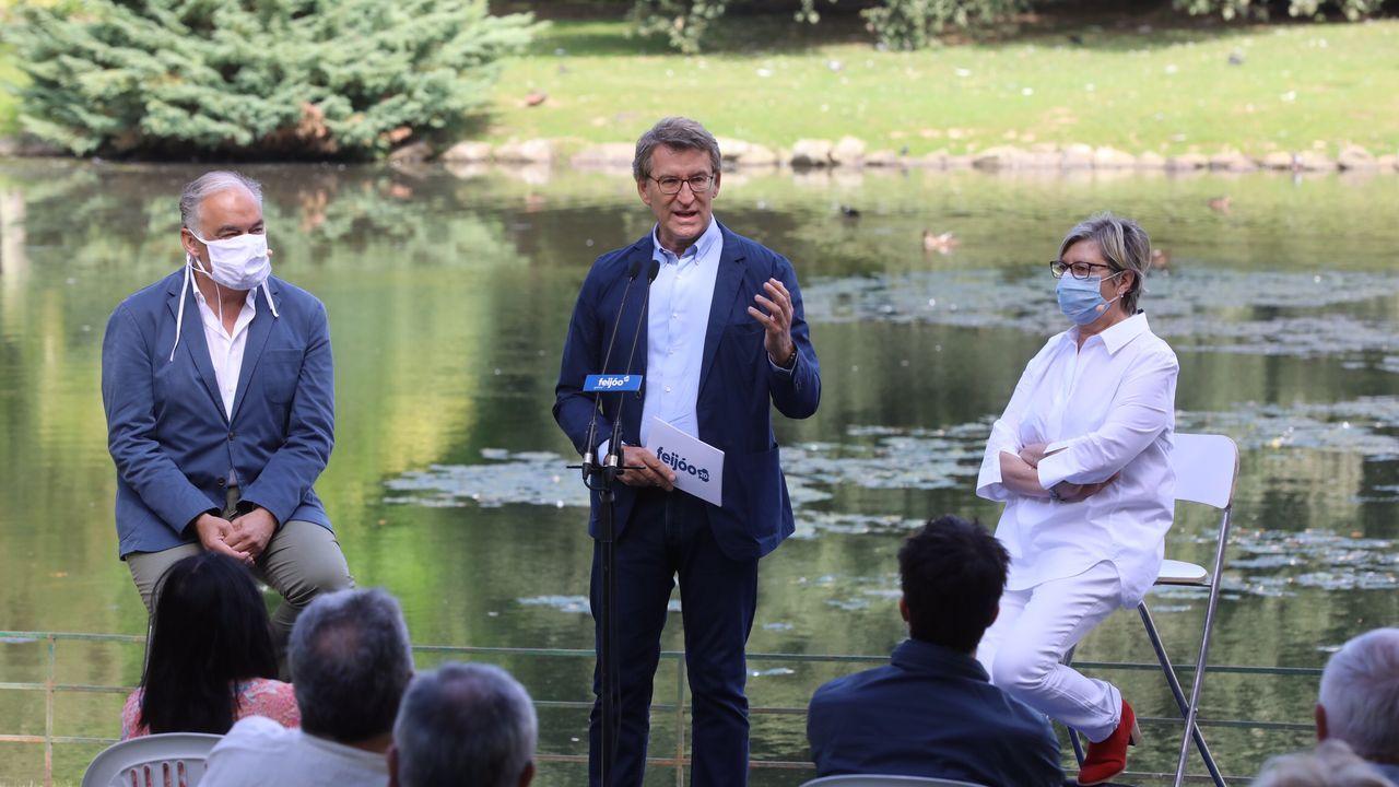 Carles Puigdemont y los exconsejeros Clara Ponsat y Toni Comín, en Bruselas