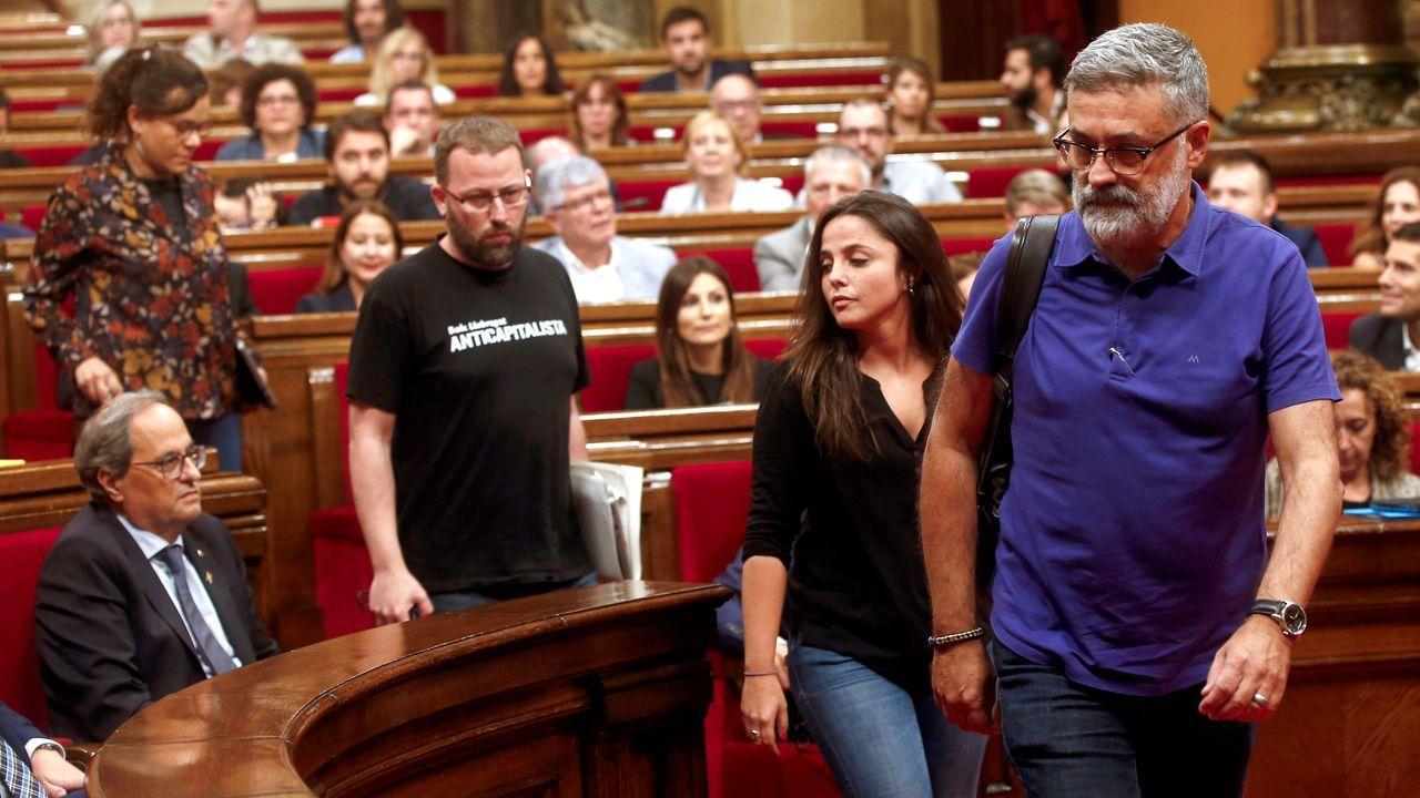 Los cuatro diputados autonómicos de la CUP abandonaron el salón de plenos tras votar las resoluciones como protesta por el mantenimiento en prisión de los líderes independentistas del 1-O