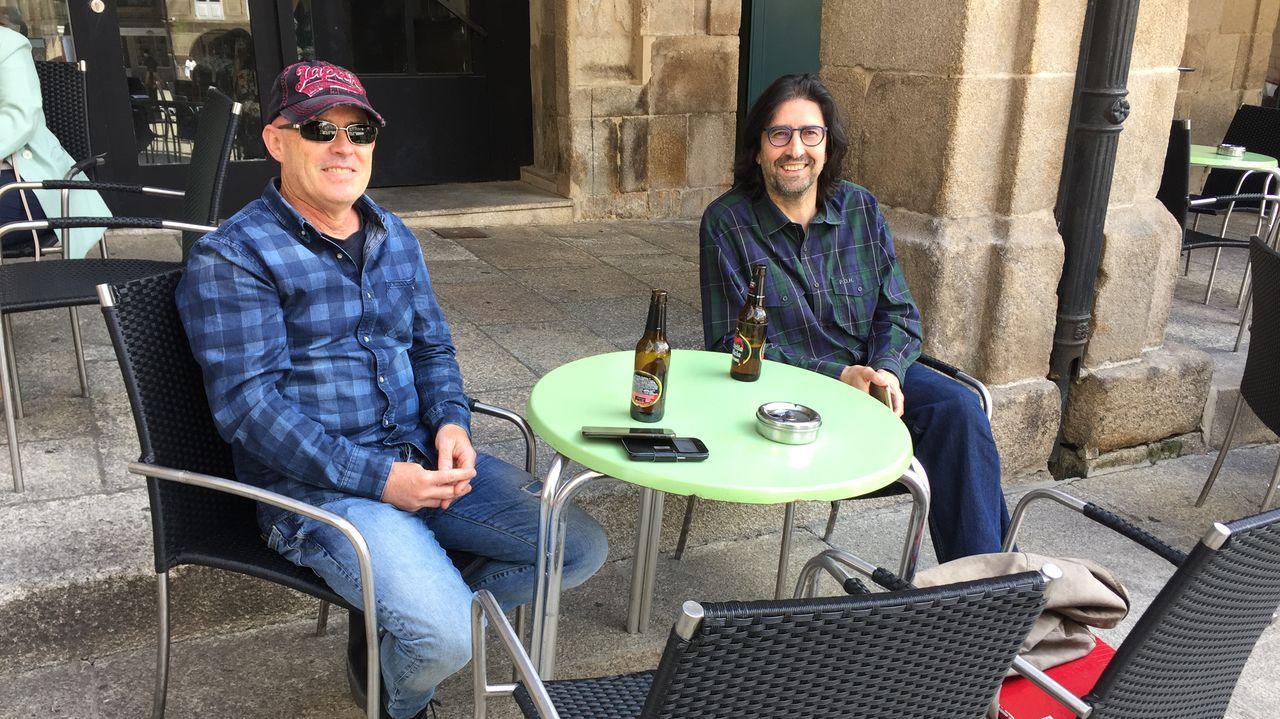 José Luis Ballestero y Francisco Rodríguez en la terraza del Druida, en la Praza Maior de Ourense